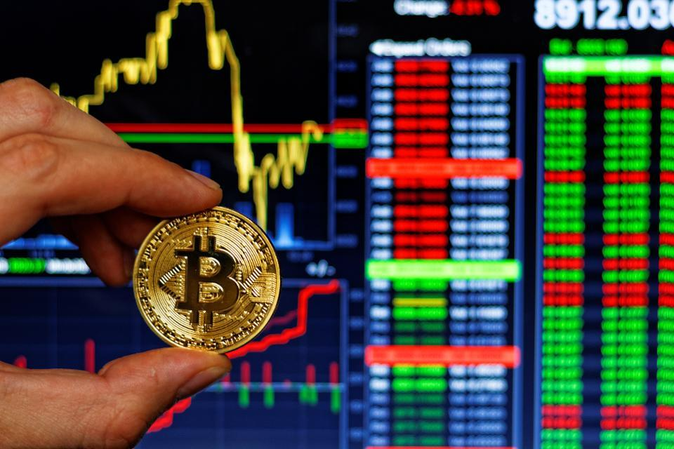 Bitcoin decouples from legacy markets as 'breathtaking' rally predicted