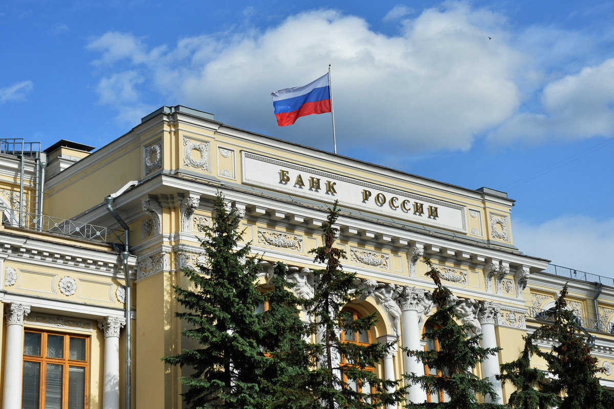 Russia's Central Bank tries to stem the tide of rubles leaving bank accounts