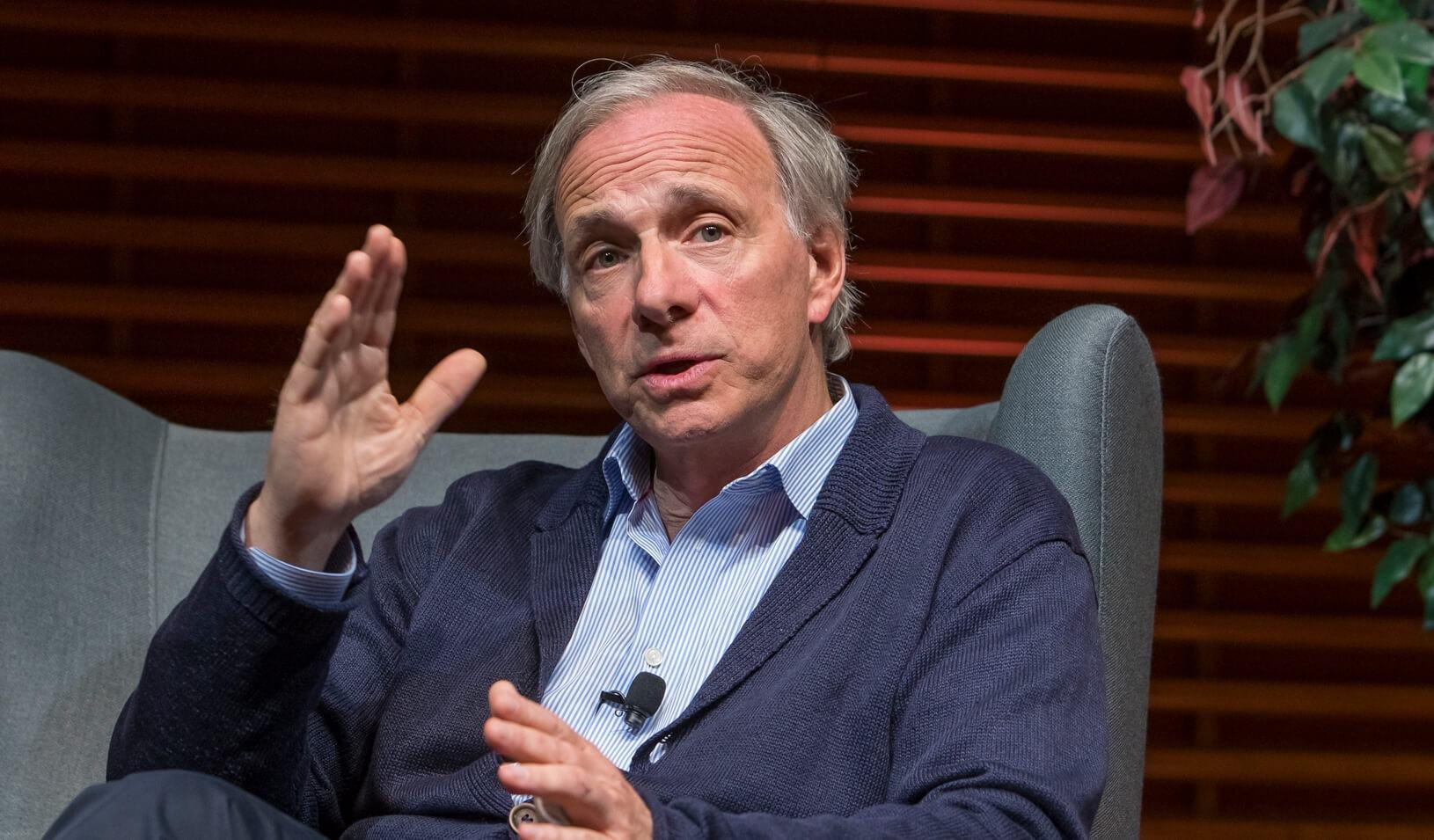 Hedge FUD manager: Ray Dalio says 'good probability' of a US Bitcoin ban