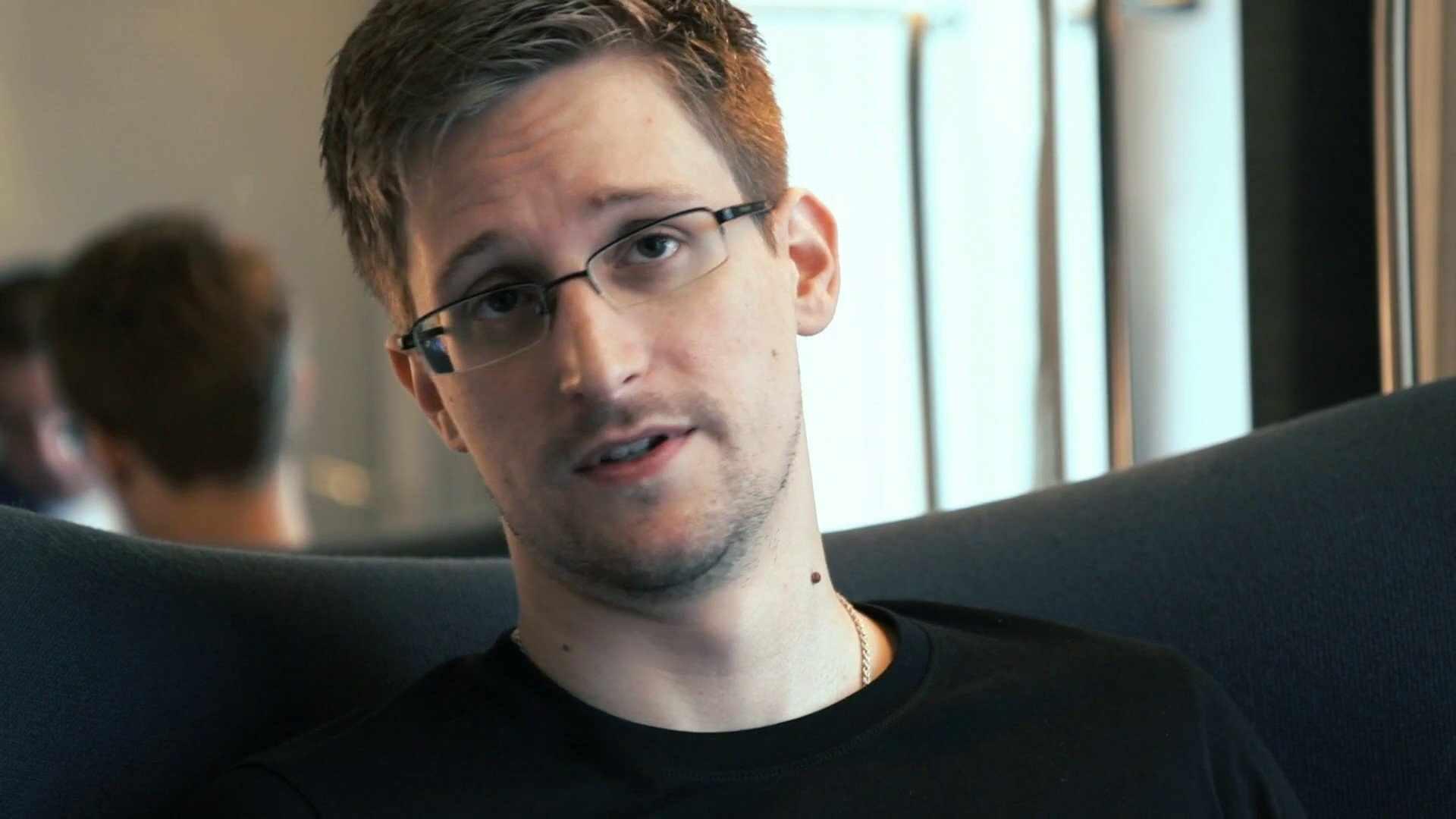 Эдвард Сноуден: «Биткоины — это первые «свободные» деньги»