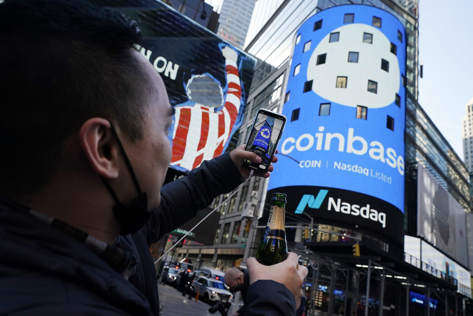 Coinbase's COIN stock trading on Nasdaq is off to a rocky start