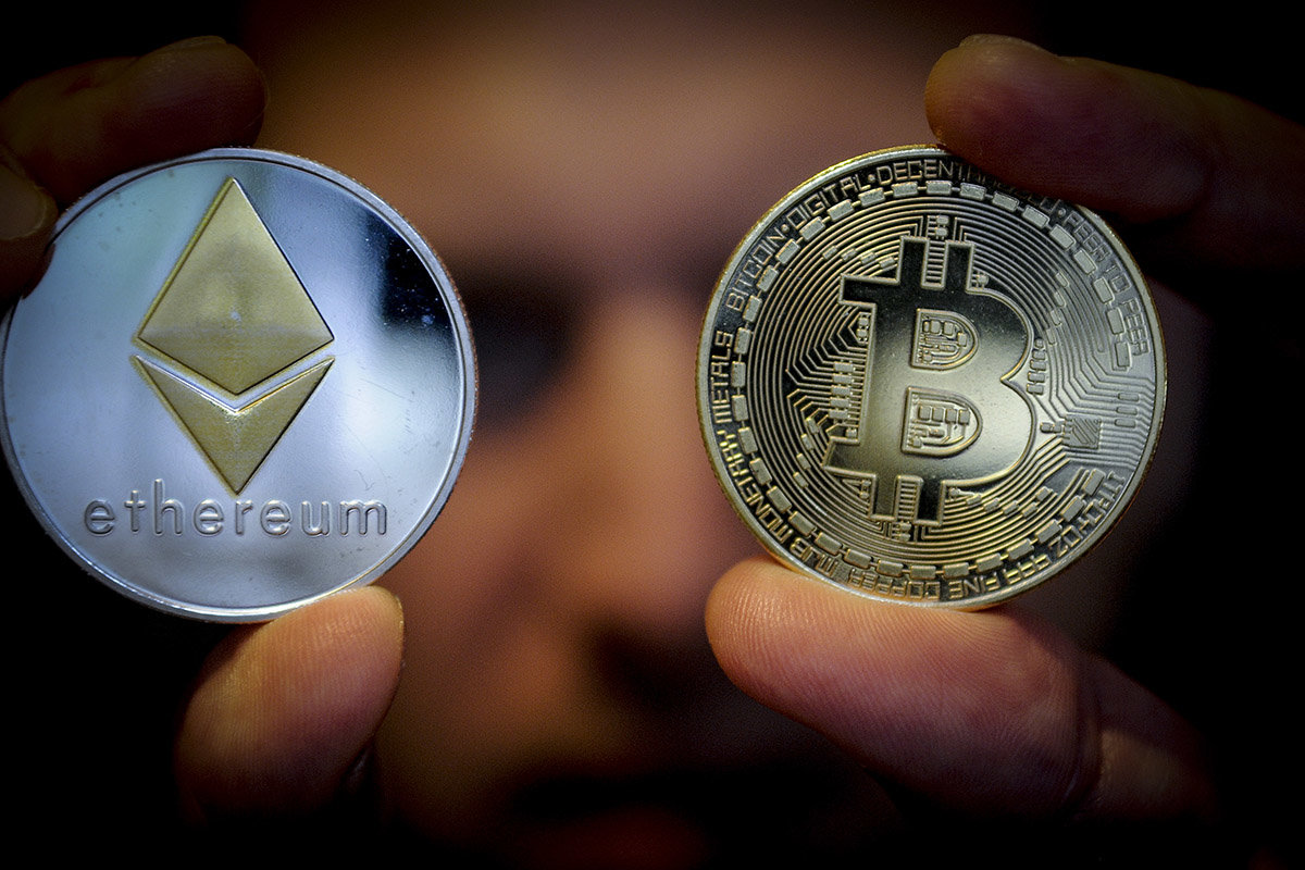 Bitcoin and Ethereum usage fees drop 70–80% as market slide continues