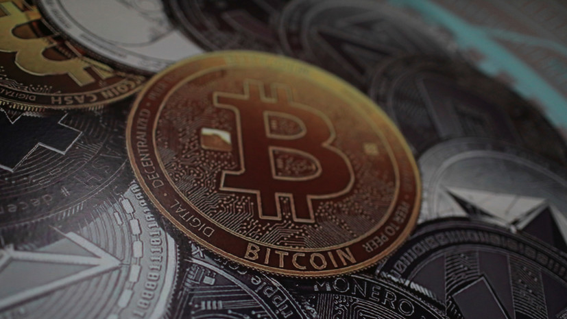Bitcoin is 'playing mind games' as its price coils into a tighter range